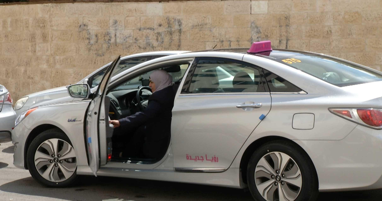 لأول مرة.. سائقات تاكسي في الأردن