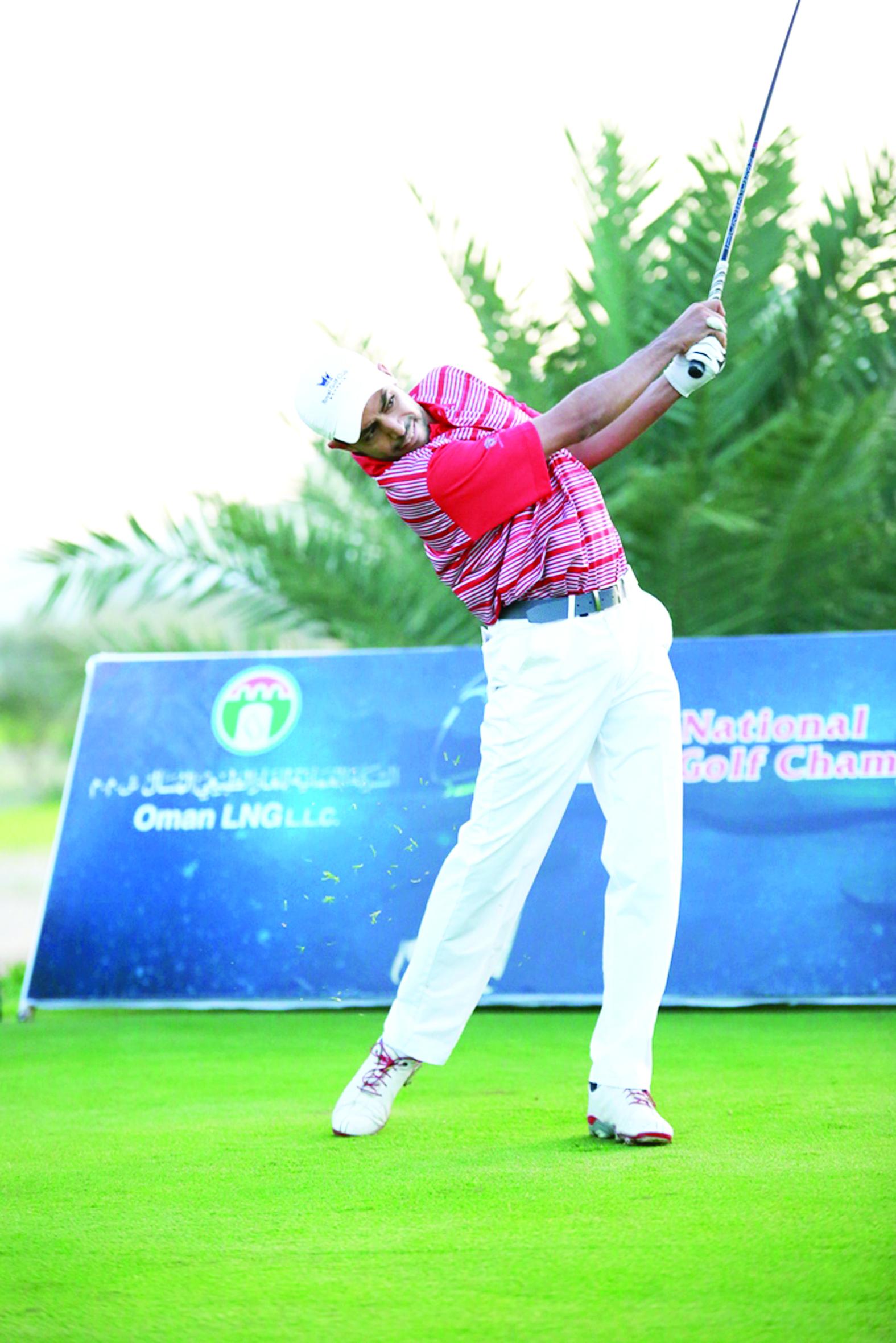 الإسباني لرونزو يتوج بلقب البطولة الوطنية للجولف وعزان الرمحي ثانياً