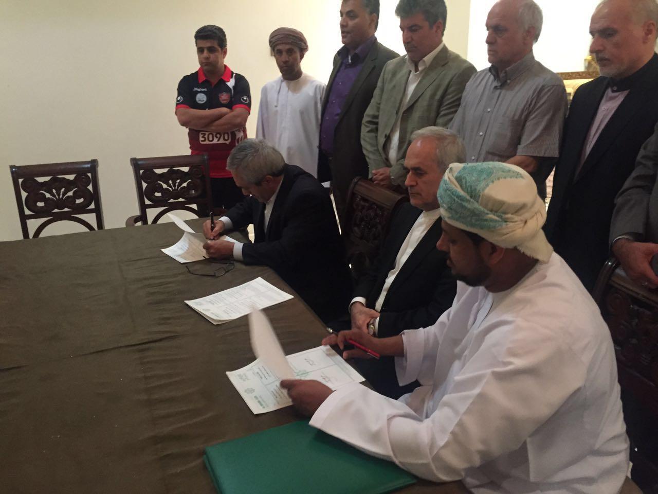 توقيع اتفاقية توأمة بين العروبة ونادي بيروزي الايراني
