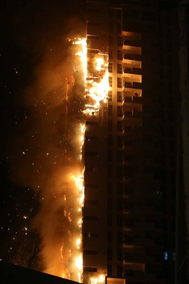 إندلاع حريق في برج سكني في عجمان