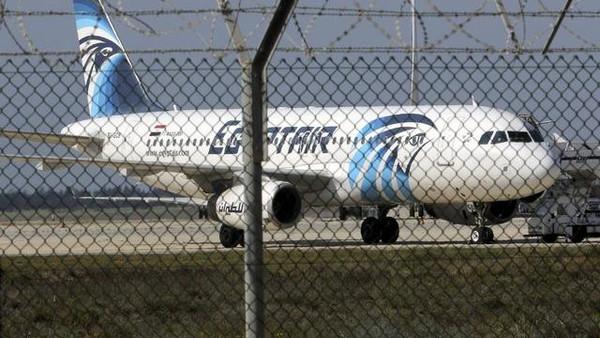 خاطف الطائرة المصرية يطالب بالإفراج عن سجينات في مصر