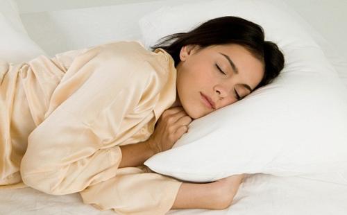 تعرف..على 7  أطعمة ومشروبات تجعلك تستغرق في النوم بسهولة