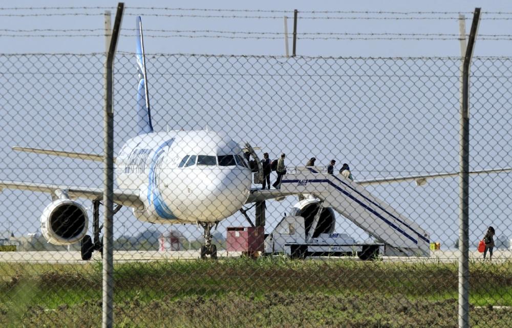 """الخارجية القبرصية: خاطف الطائرة المصرية الى مطار لارنكا """"مضطرب نفسيا"""""""