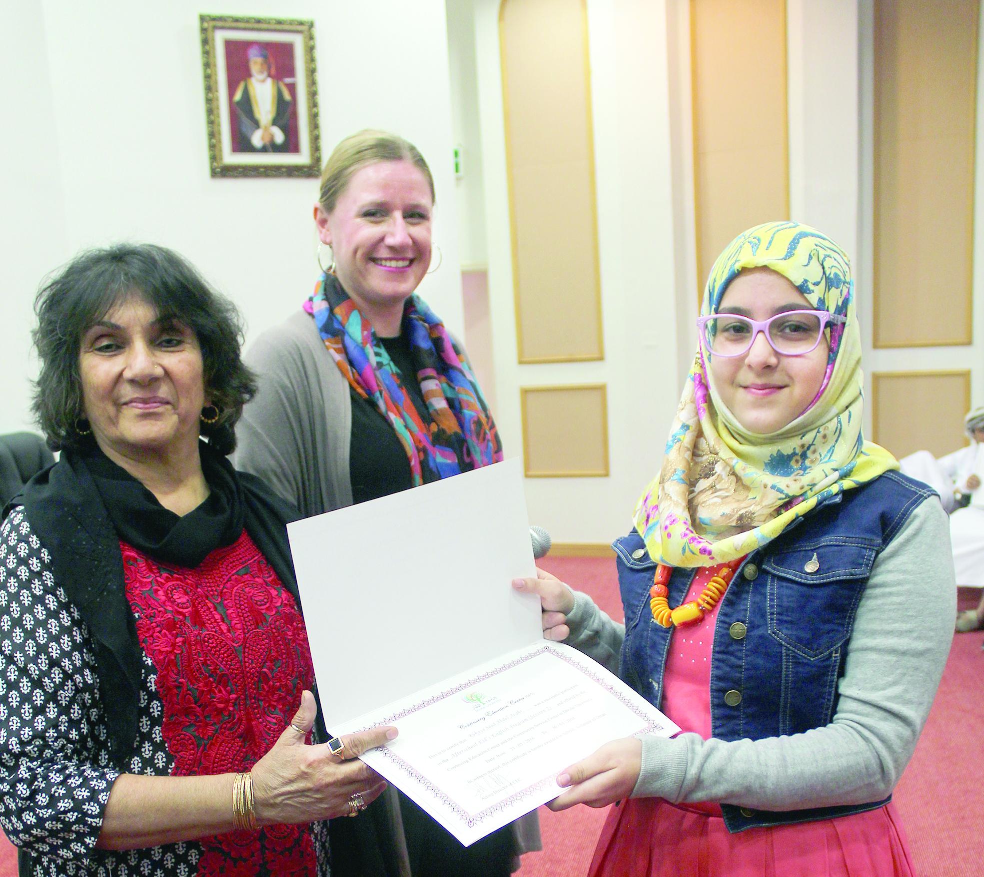 جامعة ظفار  تقدم اللغة الانجليزية لطلبة المحافظة
