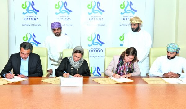 Oman's ministry of tourism signs agreement to train tourist guides in Dhofar