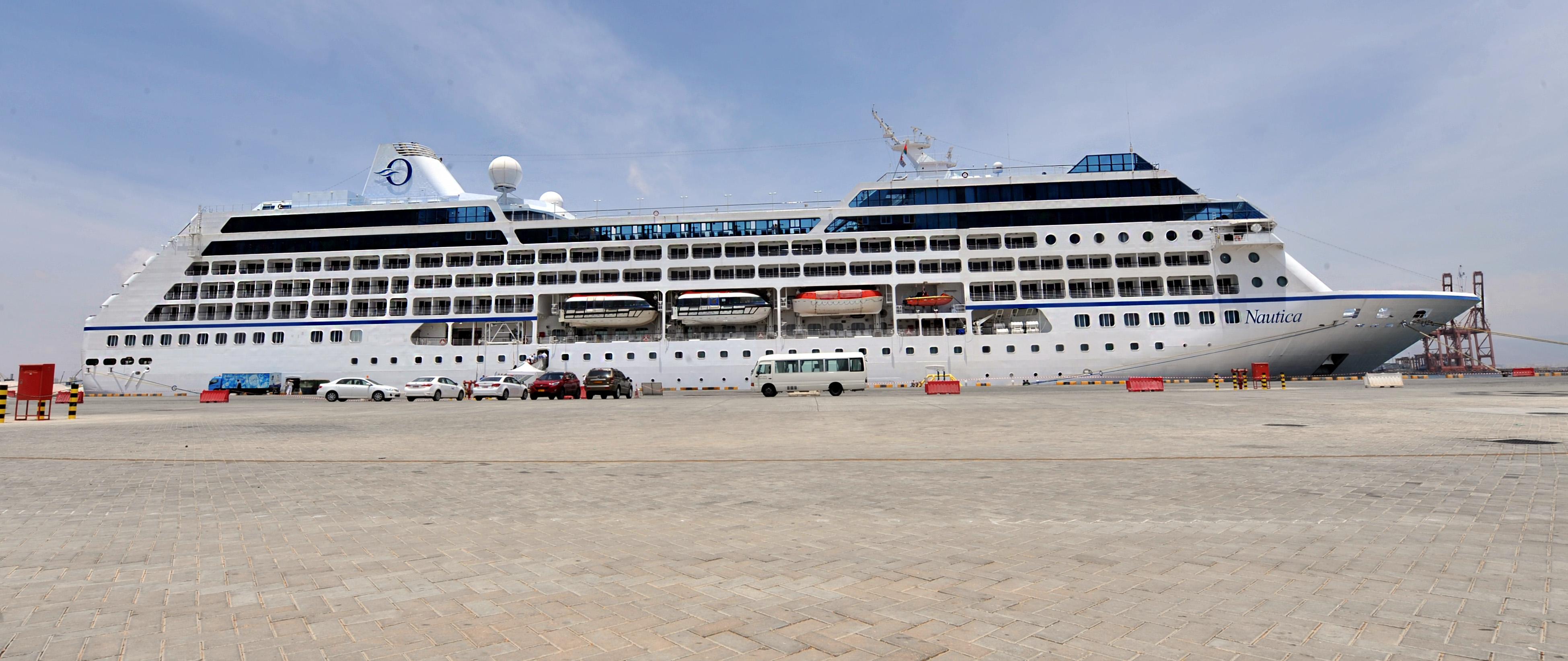 السفينة  السياحية نوتيكا تزور السلطنة