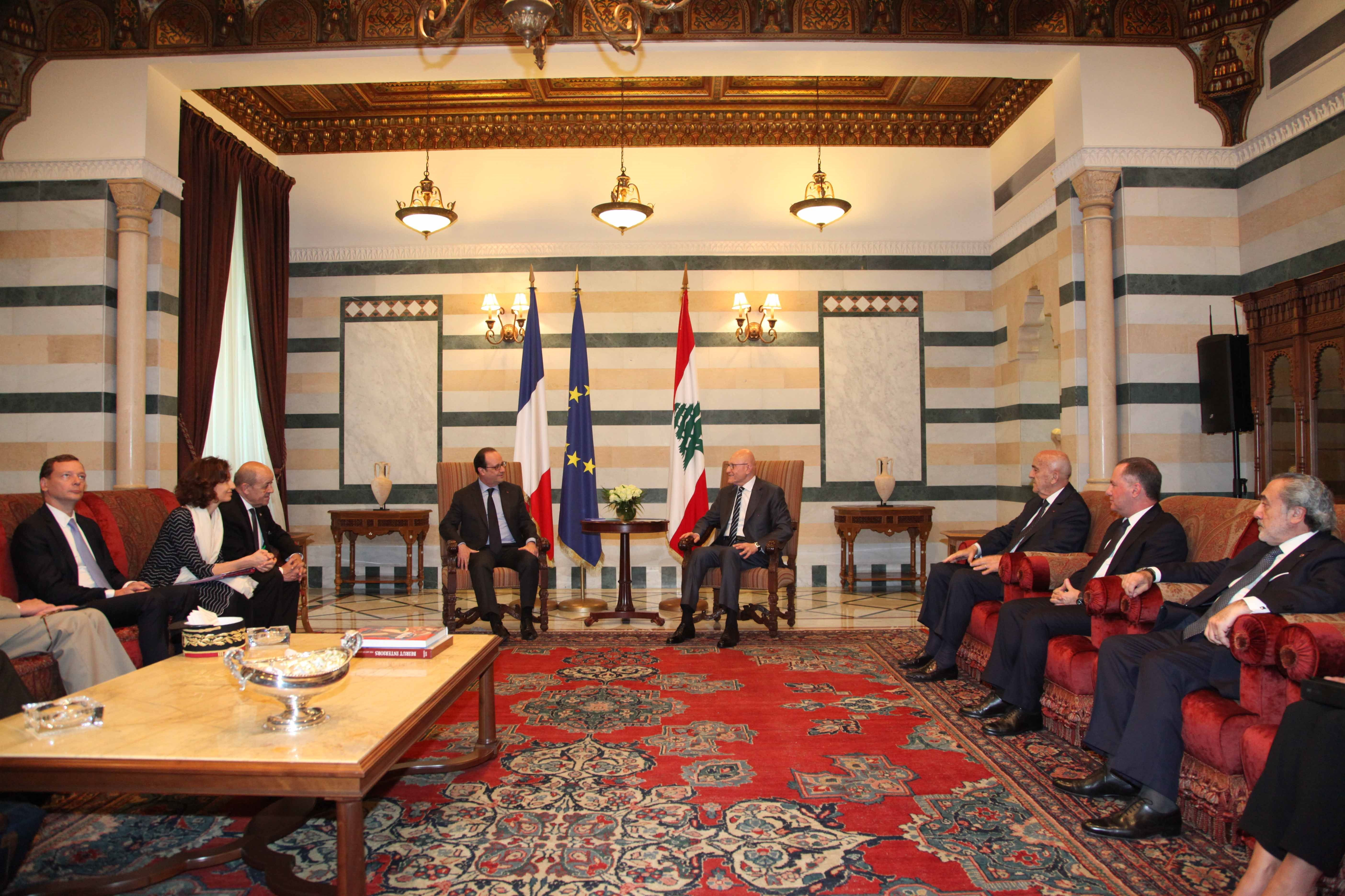 Hollande vows to boost Lebanon military aid