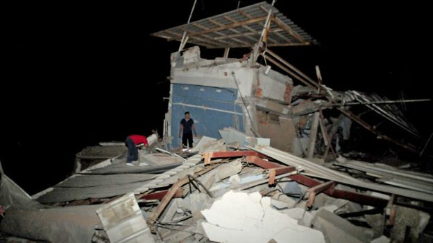 زلزال قوي في الإكوادور يقتل 77 شخصا على الأقل