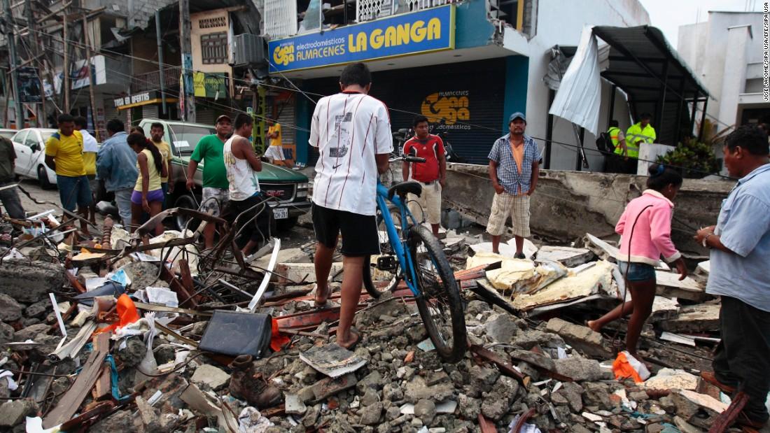 """حصيلة ضحايا الزلزال في الاكوادور 272 قتيلا و""""سترتفع بالتأكيد"""""""