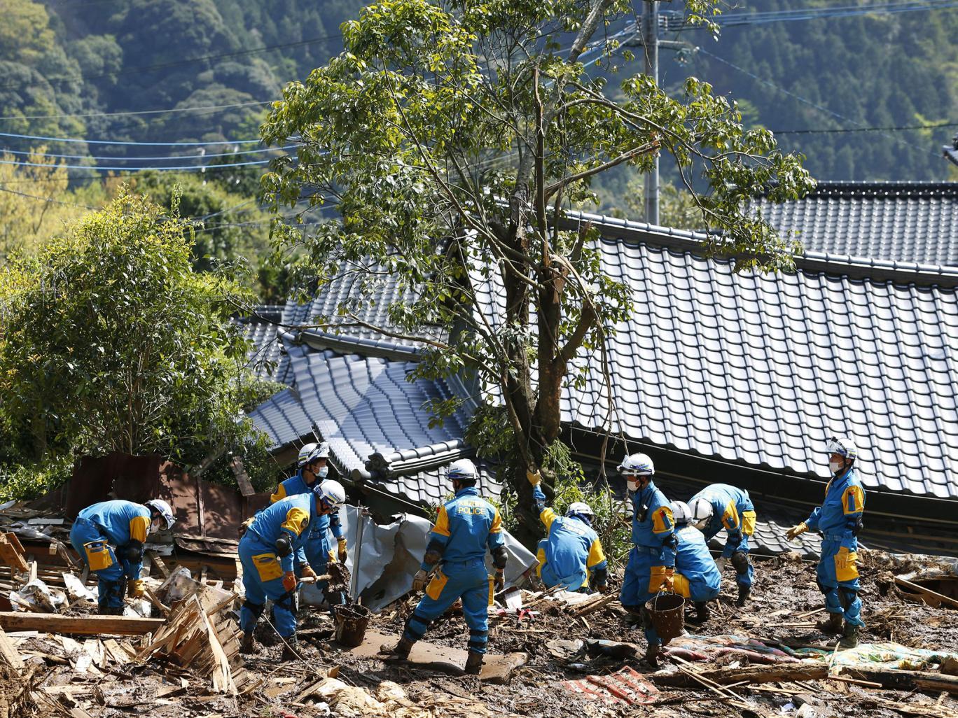 محاولات اخيرة للعثور على ناجين بعد الزلزالين في اليابان
