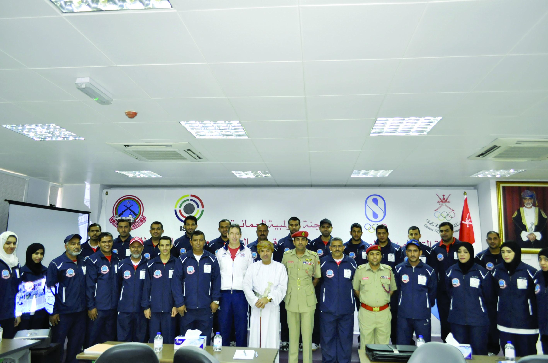 آل جمعة يرعى افتتاح دورة مدربي الرماية الدولية باللجنة الأولمبية العُمانية