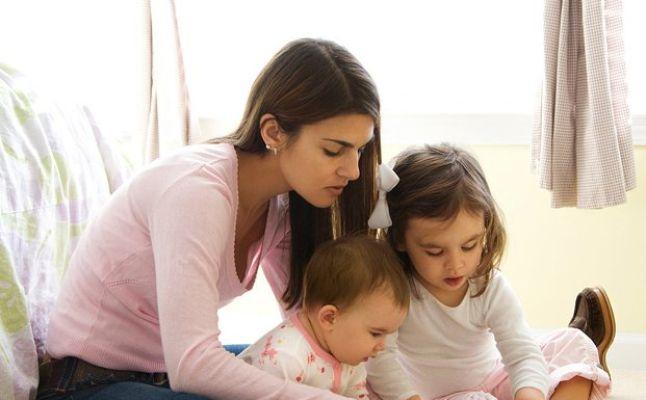 هل تحلم بأن تصلك جليسة أطفال بمجرد الضغط على زر.. تطبيق  يفعل ذلك تعرف عليه !