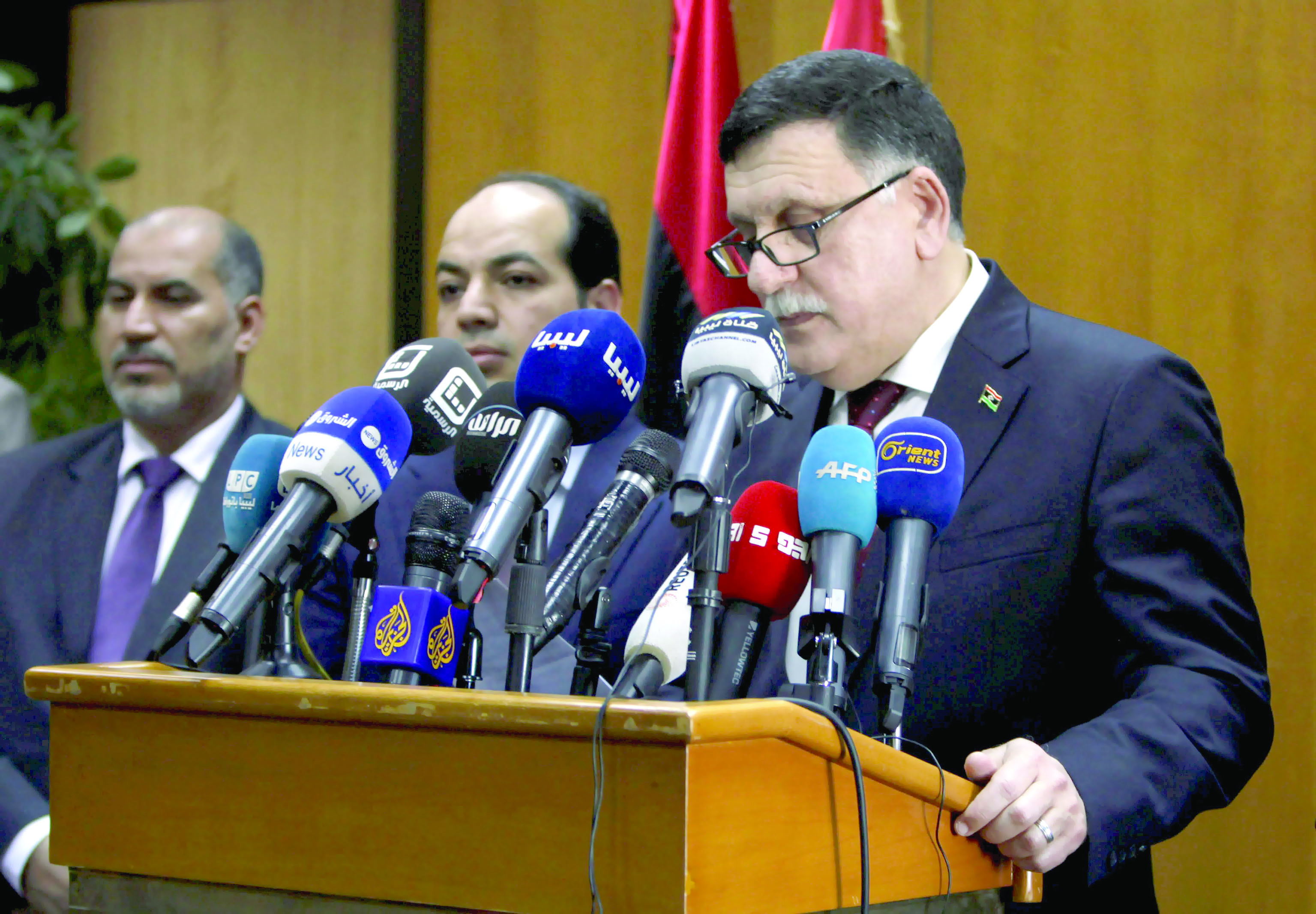فرنسا تعرض دعماً مشروطاً على ليبيا