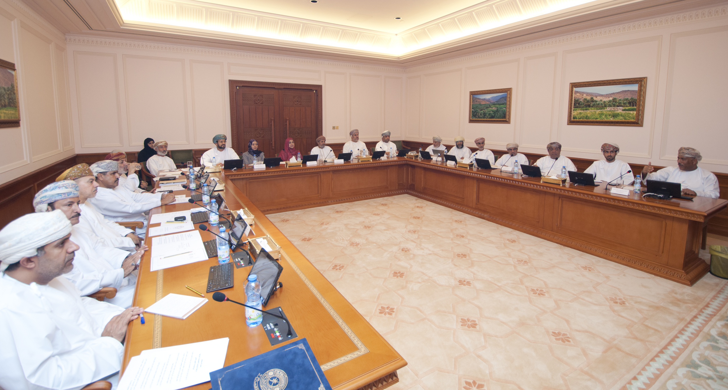 Manpower Ministry specialists share information on Omani higher education