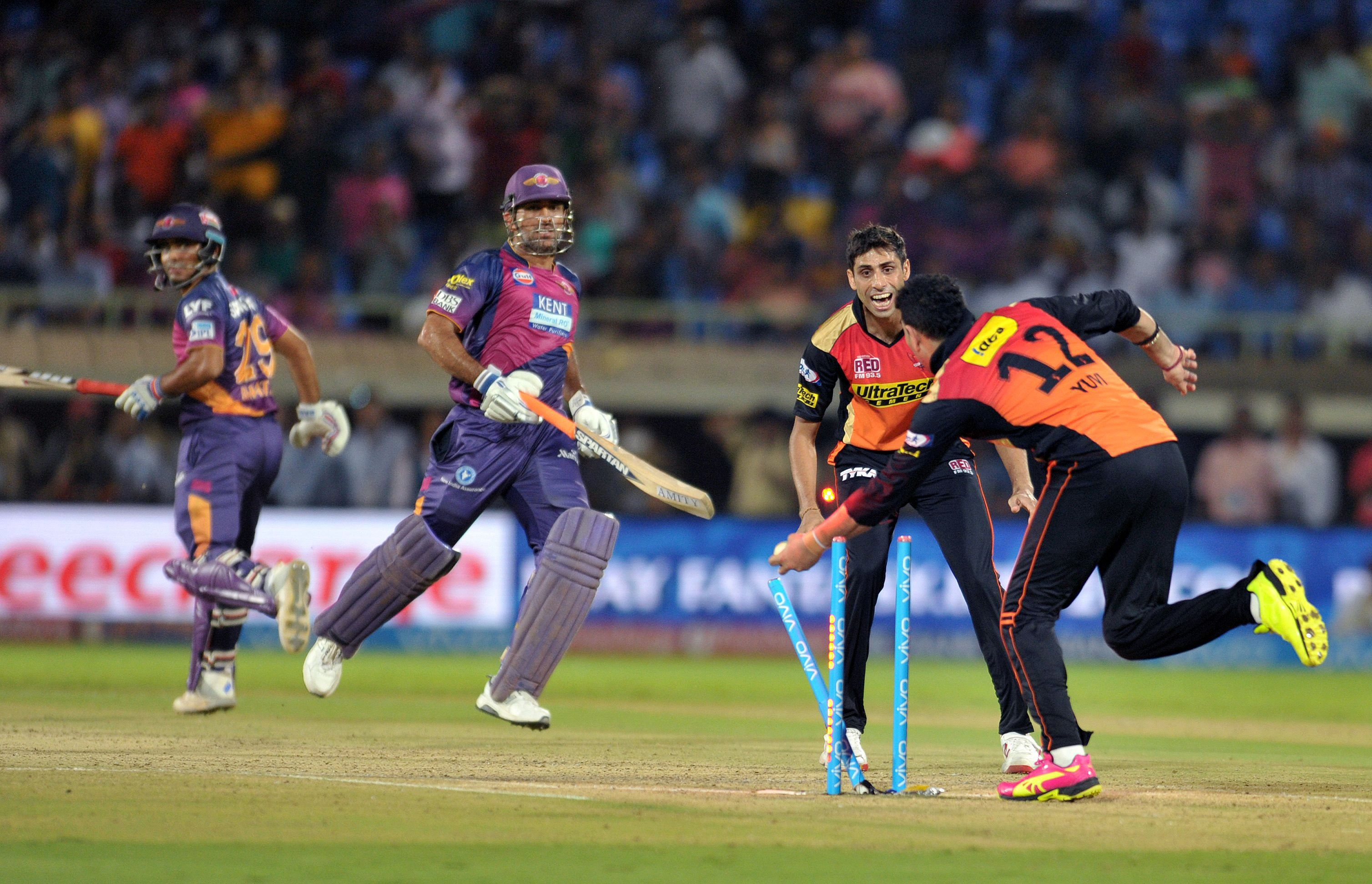 Sunrisers go top with win over Supergiants