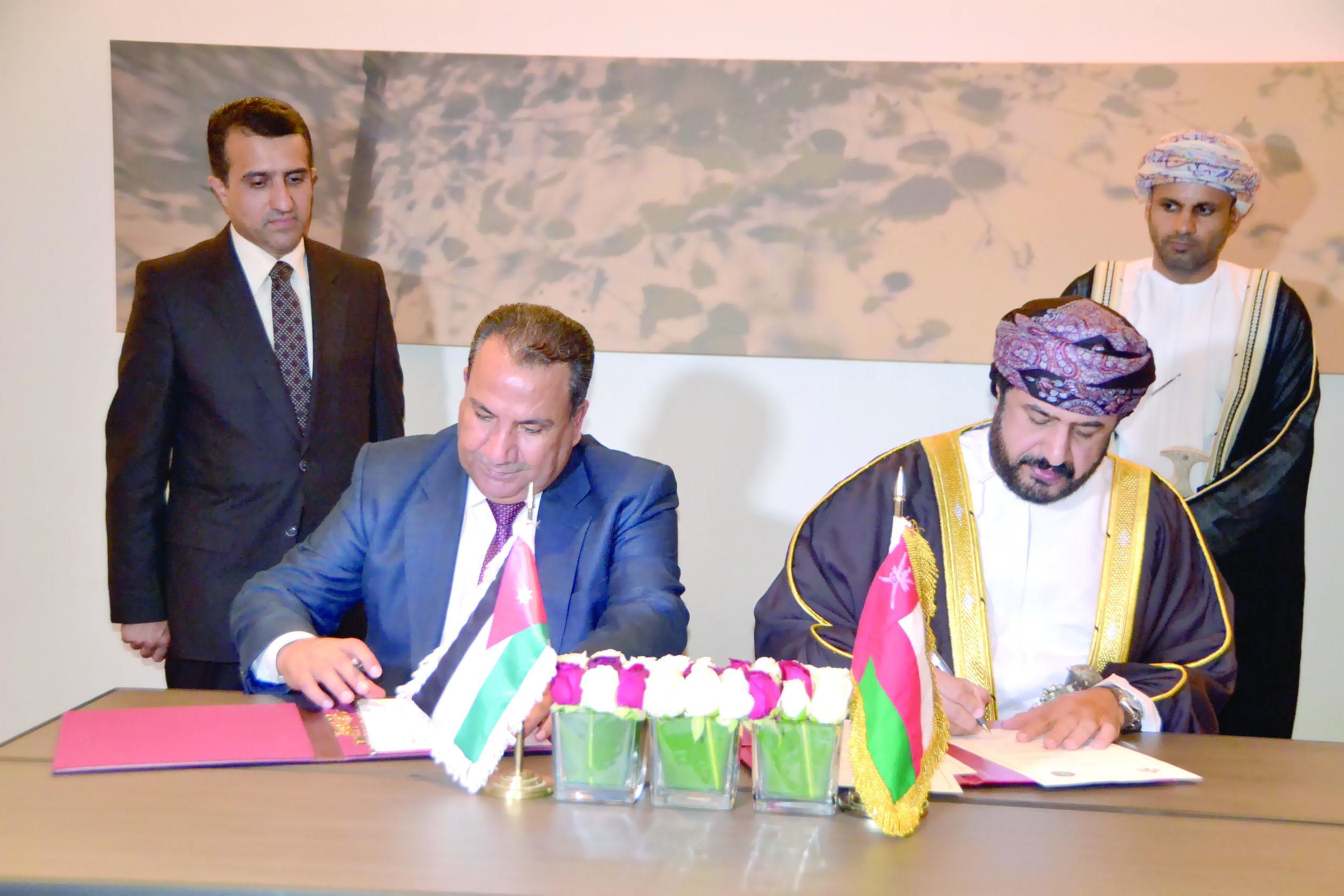 تعزيز التعاون الإداري بـين السلطنة والأردن