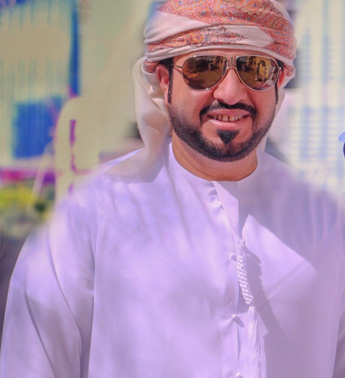 سعيد الكعبي للشبيبة: امتلك أكثر من 2000 عمل ومهرجان الأغنية العمانية لا يراني