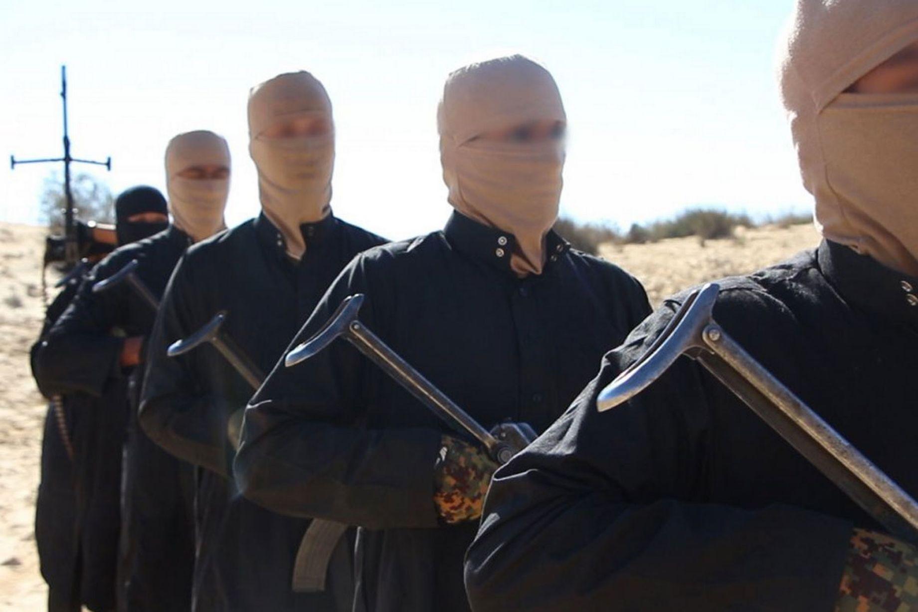 """تقرير إخباري:منشق عن """"داعش"""" يروي قصة هروبه من التنظيم: رأيت الرؤوس المقطوعة"""