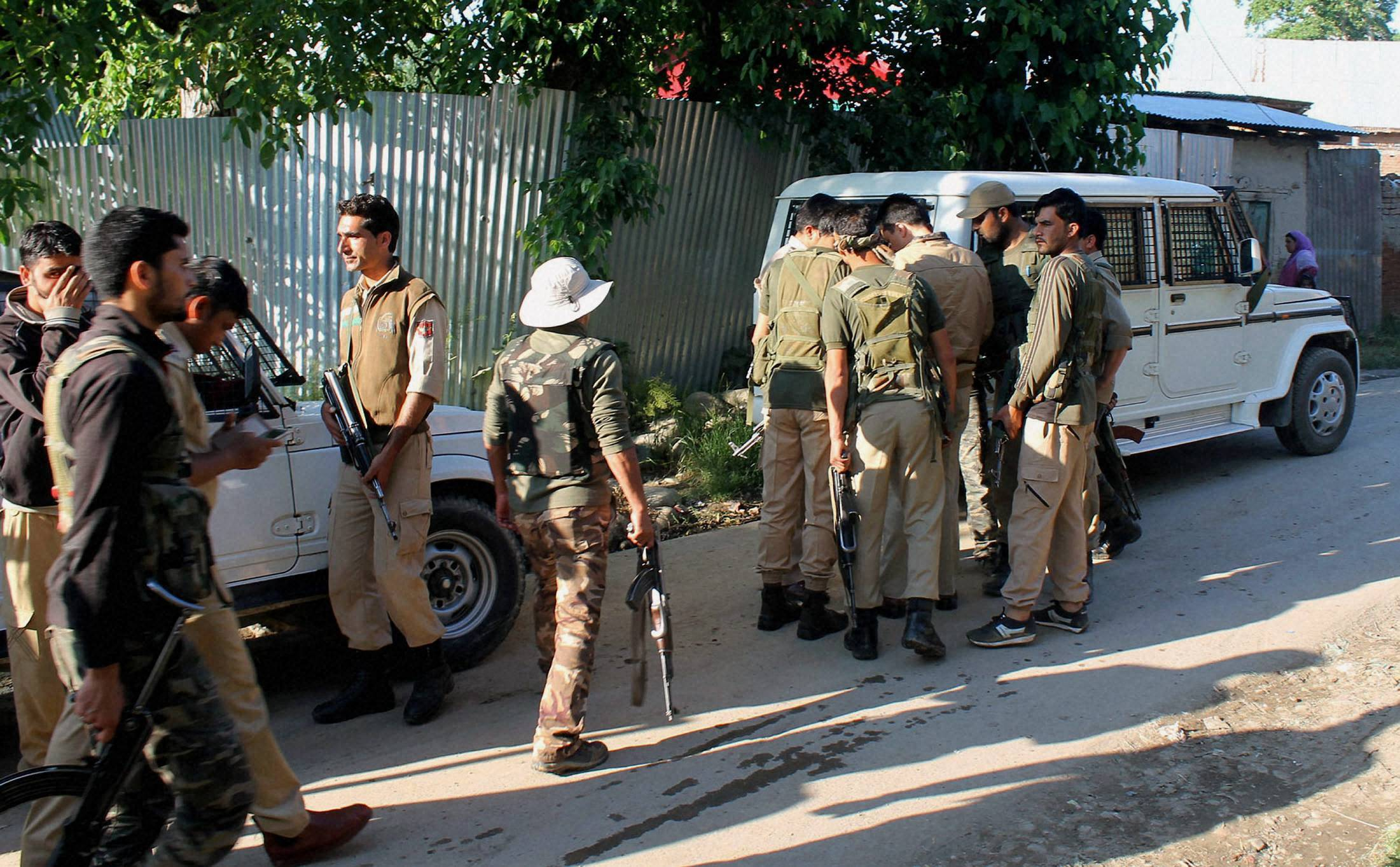 Policeman killed by militants in Pulwama