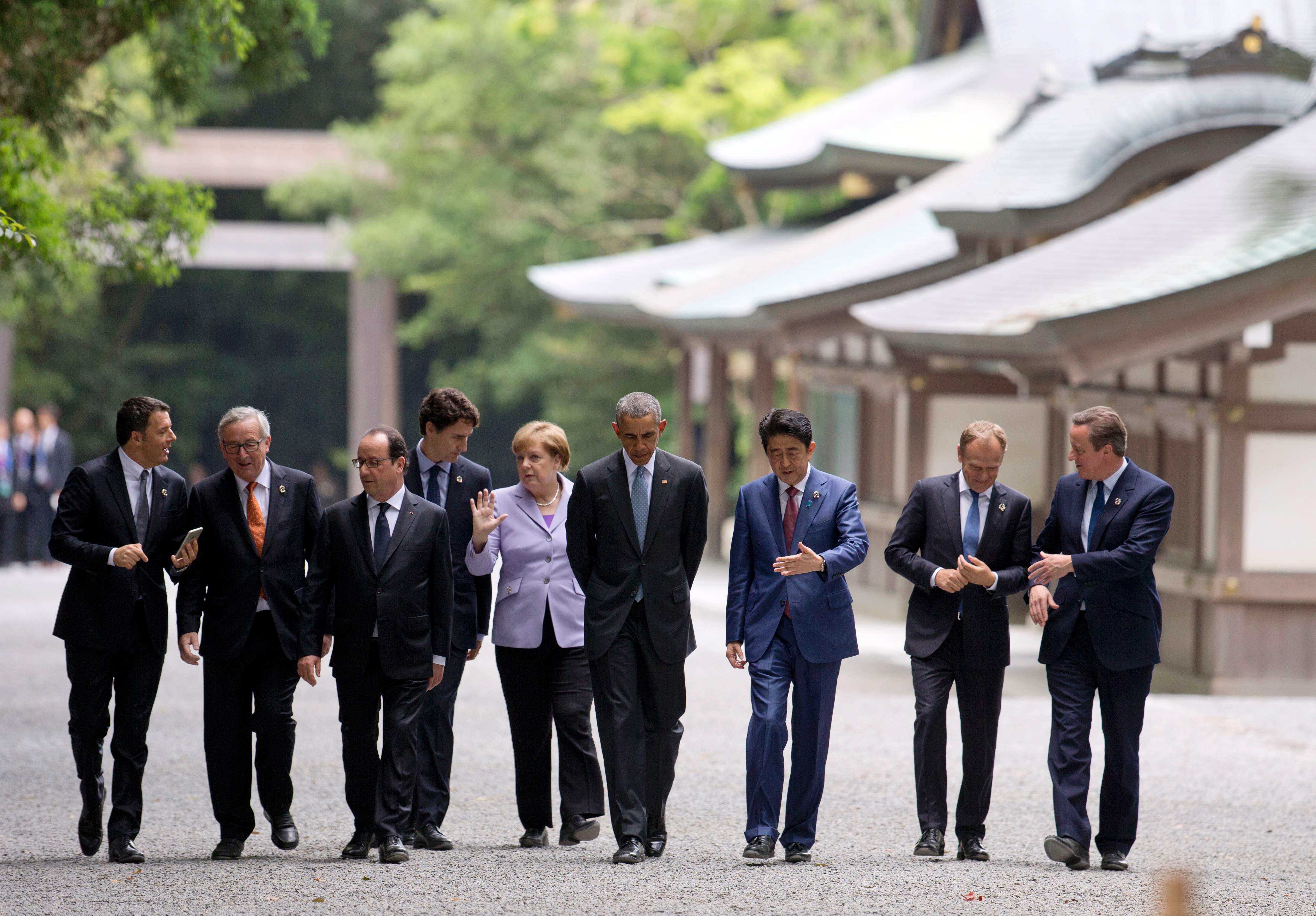 Japan's Abe takes G7 leaders to shrine as economy tops summit agenda