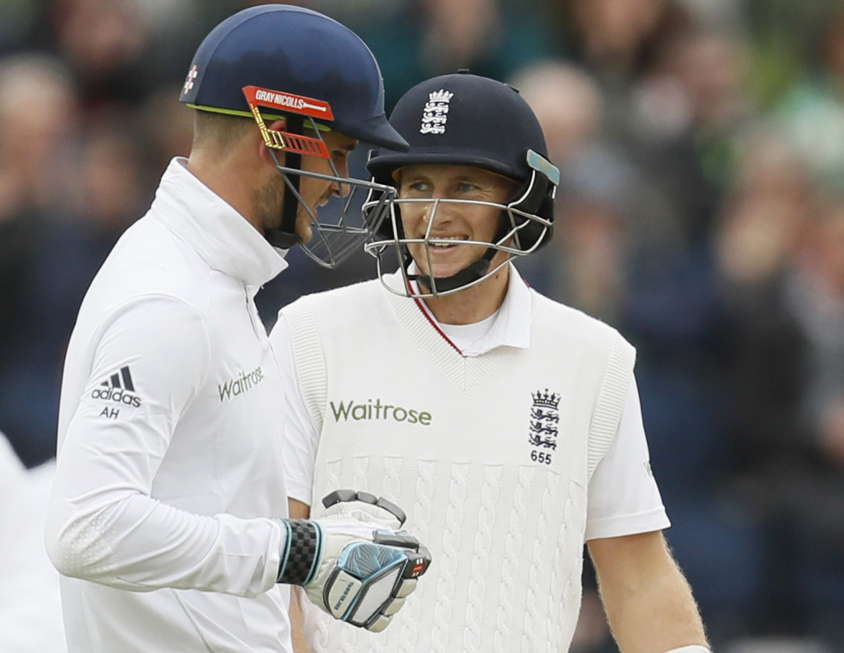 England batsmen fail to punish Sri Lanka in second Test