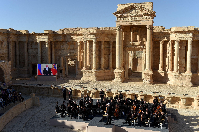 Putin strikes a defiant note in Palmyra