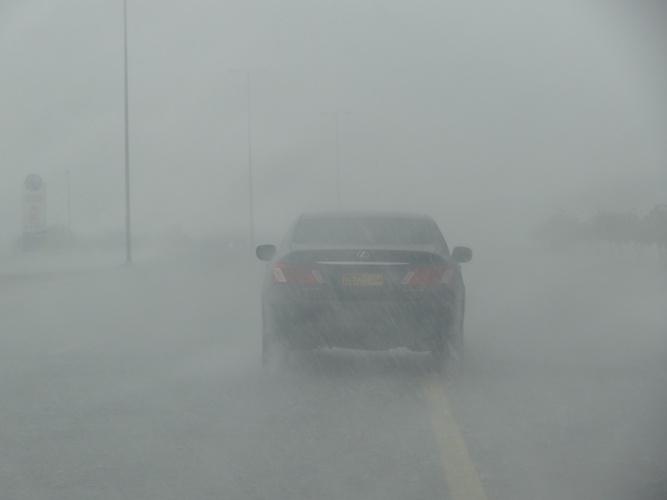 احتمال هطول أمطار متفرقة على جبال الحجر والولايات المجاورة ما بعد الظهيرة