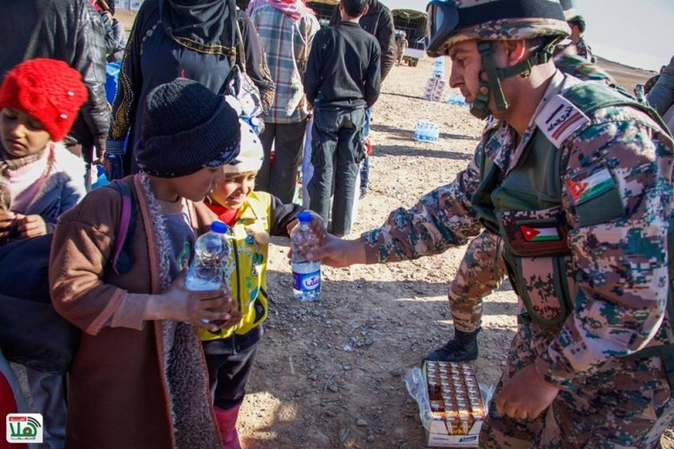 قوات حرس الحدود الاردنية تستقبل 610 لاجئين سوريين