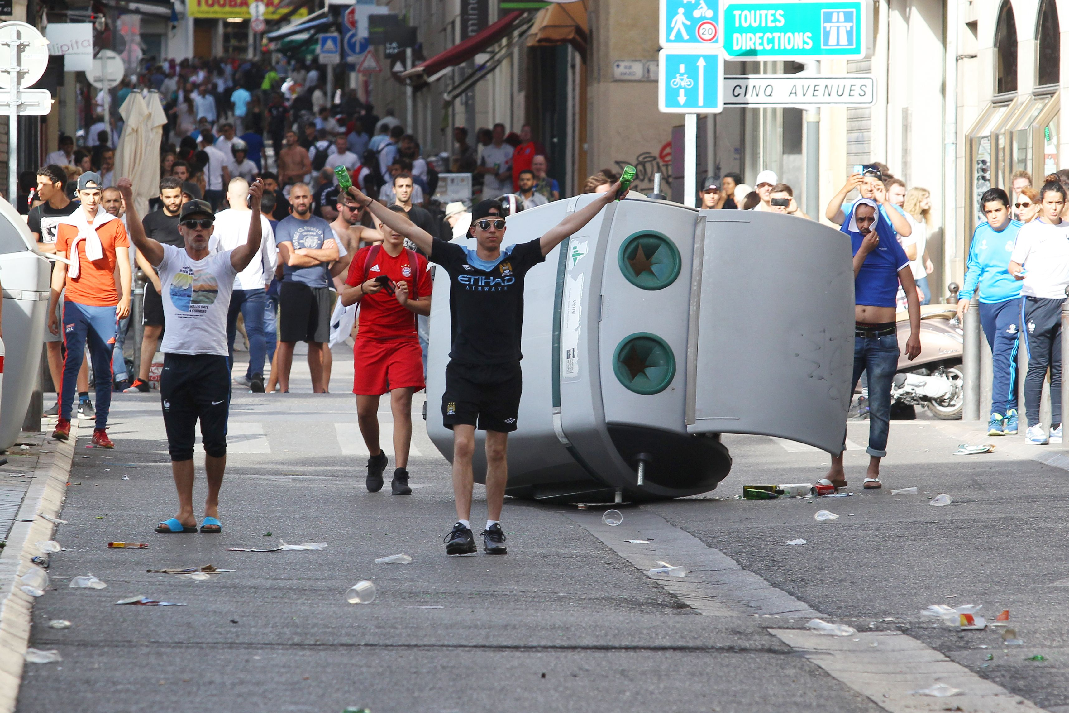 بعد احداث الشغب فرنسا تقرر منع الكحول للمشجعين