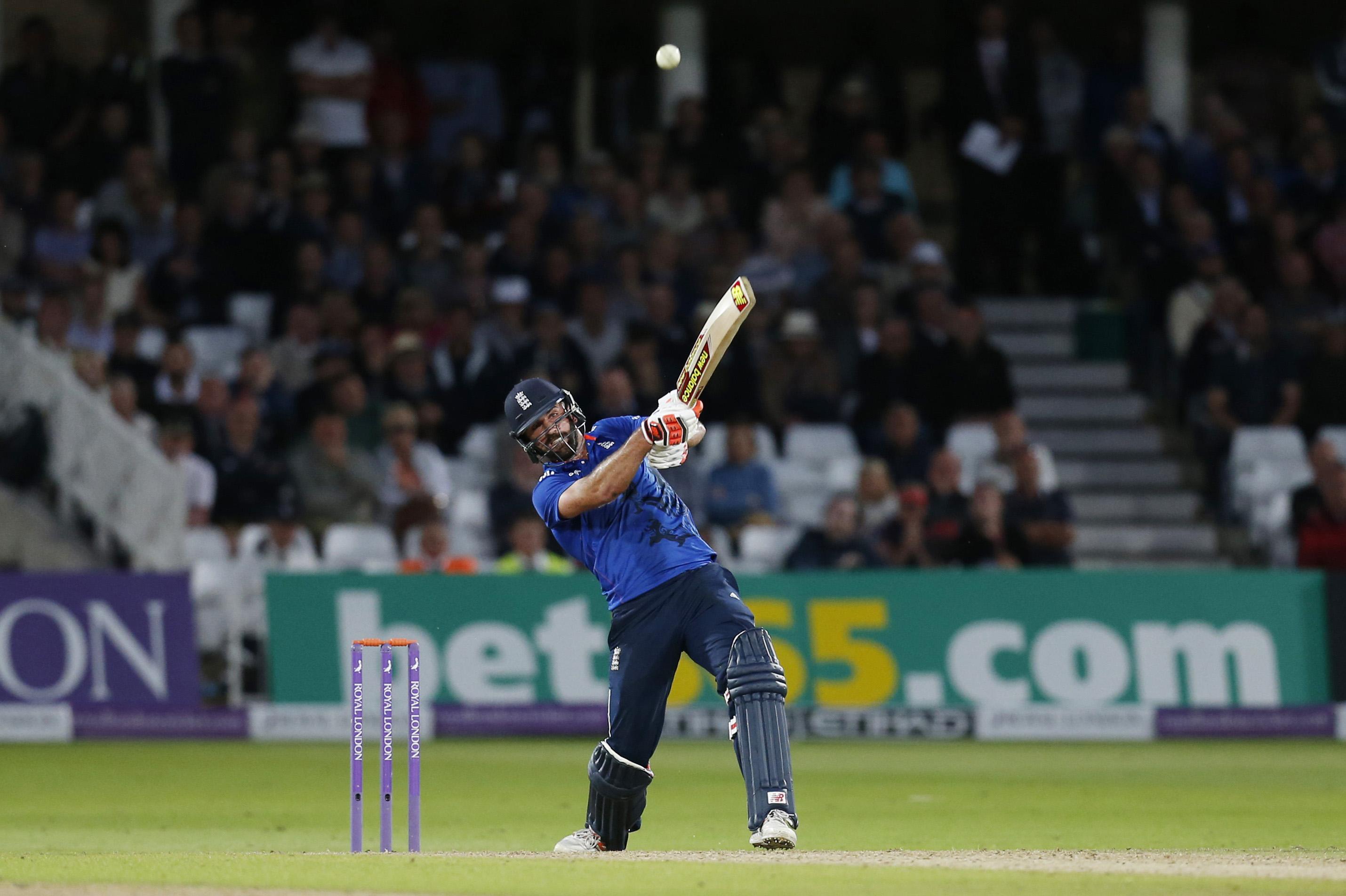 Plunkett hits last-ball six as England tie with Sri Lanka