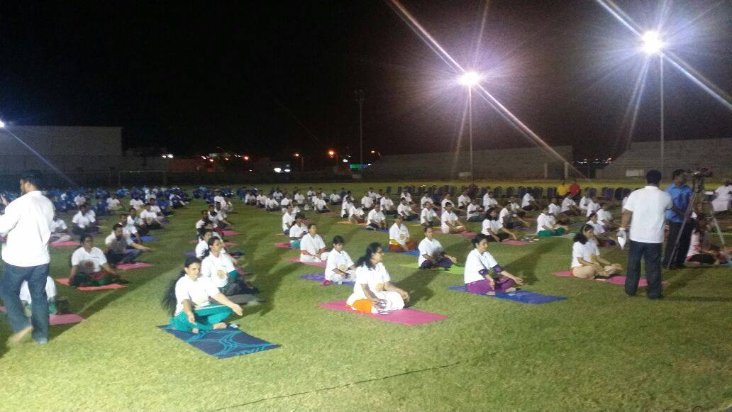 Thousands take part in Oman yoga session