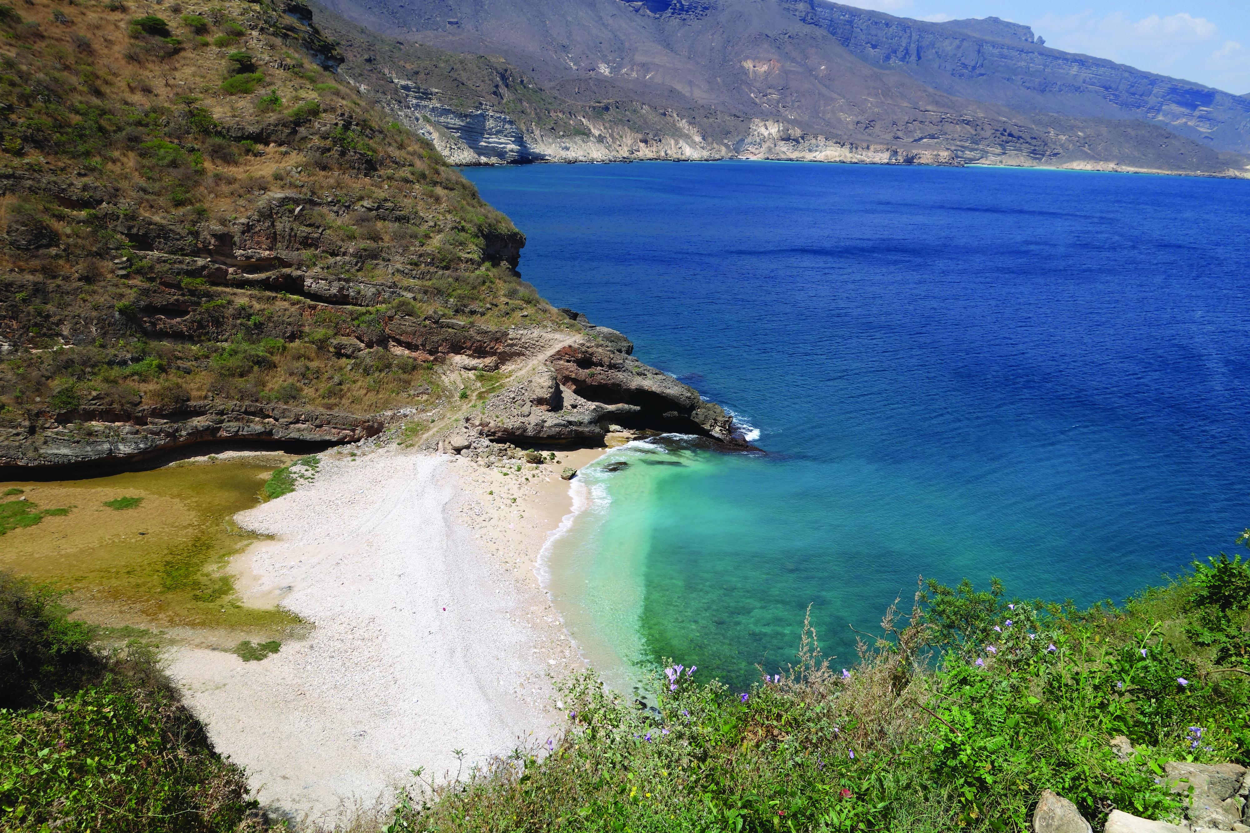 Oman tourism: Breathtaking Beach at Shat in Dhofar