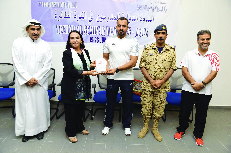 شهاب الريامي يختتم دورة المعلمين الدولية للكرة الطائرة بالبحرين