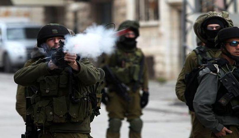 استشهاد فلسطيني اختناقا بالغاز عند حاجز عسكري إسرائيلي شمال القدس