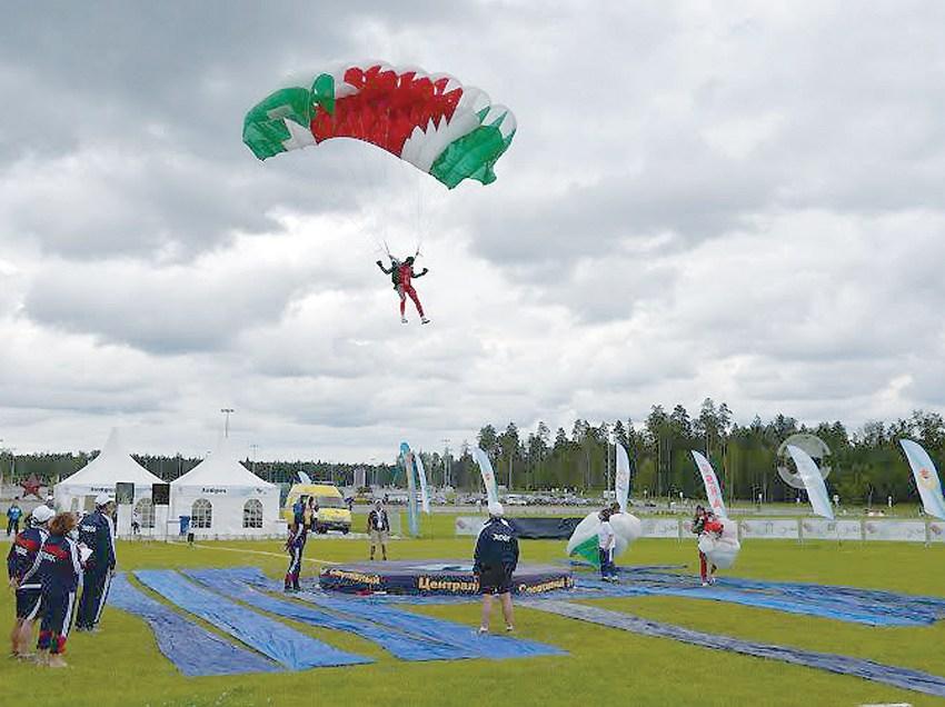 Oman team sets new Parachuting record