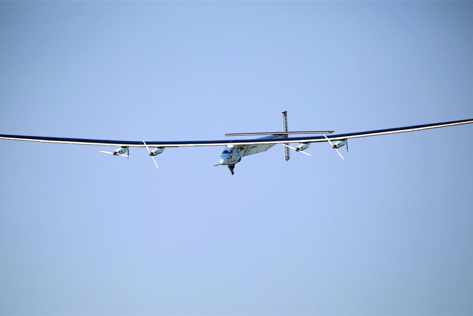 طائرة شمسية تُقلعمن مصر في جولة عالمية