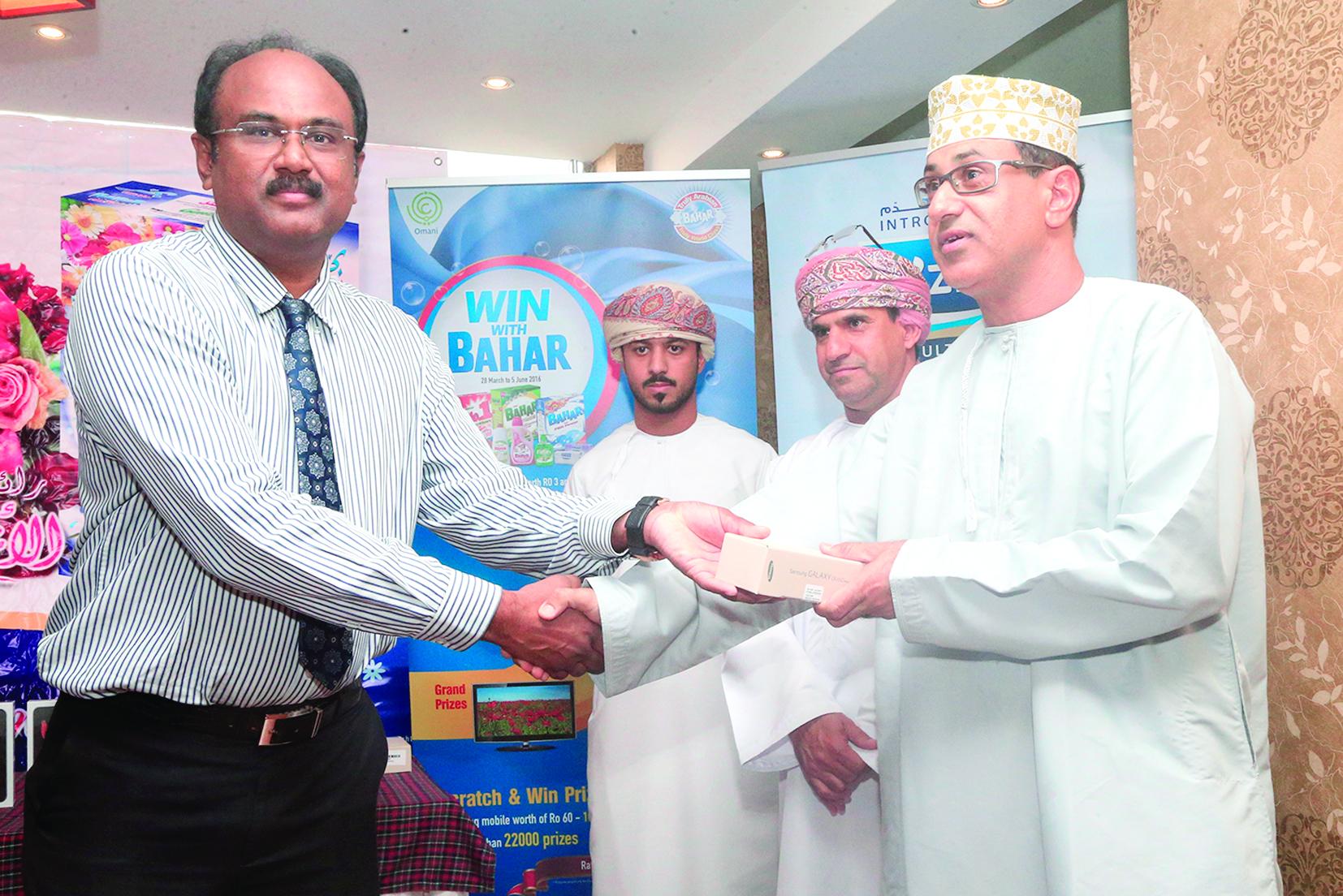 الوطنية للمنظفات الصناعية توزع جوائز عرض «اربح مع بحر»