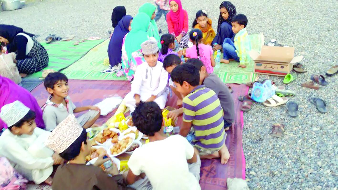 """أطفال أدم يحيون عادة """"الأذّون"""" في رمضان"""
