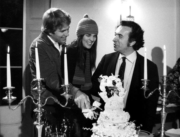 وفاة (آرثر هيلر) مخرج أحد أشهر الأفلام الرومانسية على الإطلاق (لاف ستوري) عن 92 عاما