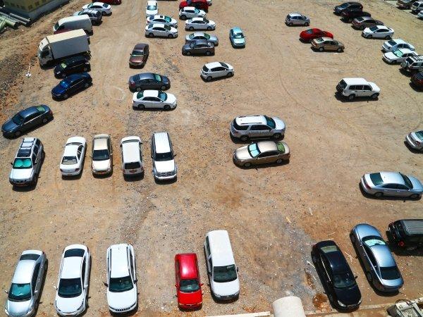 ردود أفعال غاضبة على الرسوم والغرامات الجديدة المفروضة على مواقف السيارات