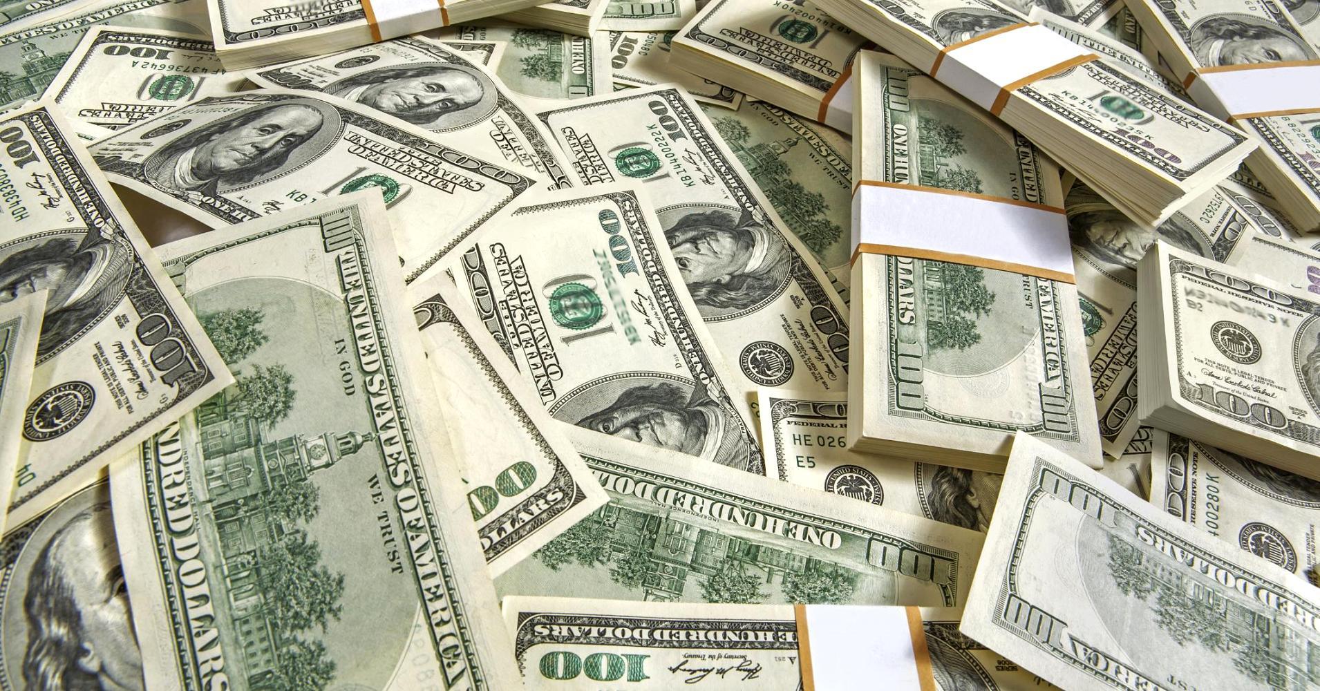 انخفاض الدولار لأدنى مستوى في سبعة أسابيع مع انحسار توقعات رفع الفائدة الأمريكية