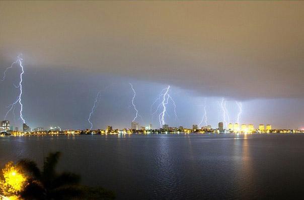 """العاصفة الاستوائية """"ديانمو"""" تهدد فيتنام"""