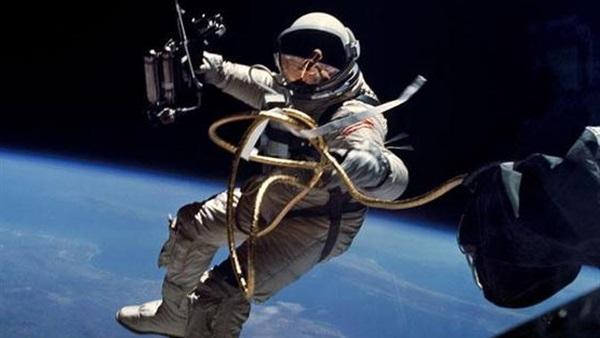 رائدا فضاء أمريكيان يبدآن السير خارج محطة الفضاء الدولية