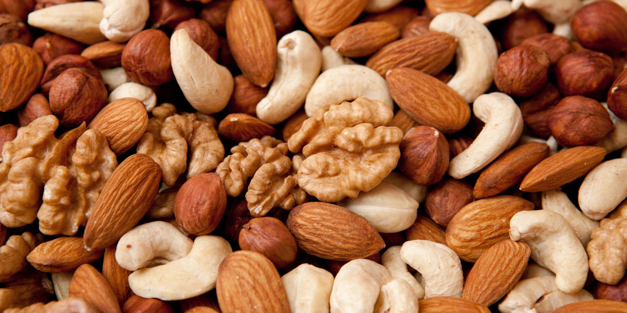 تناول المكسرات يساعد على خفض مستوى الالتهابات في الجسم