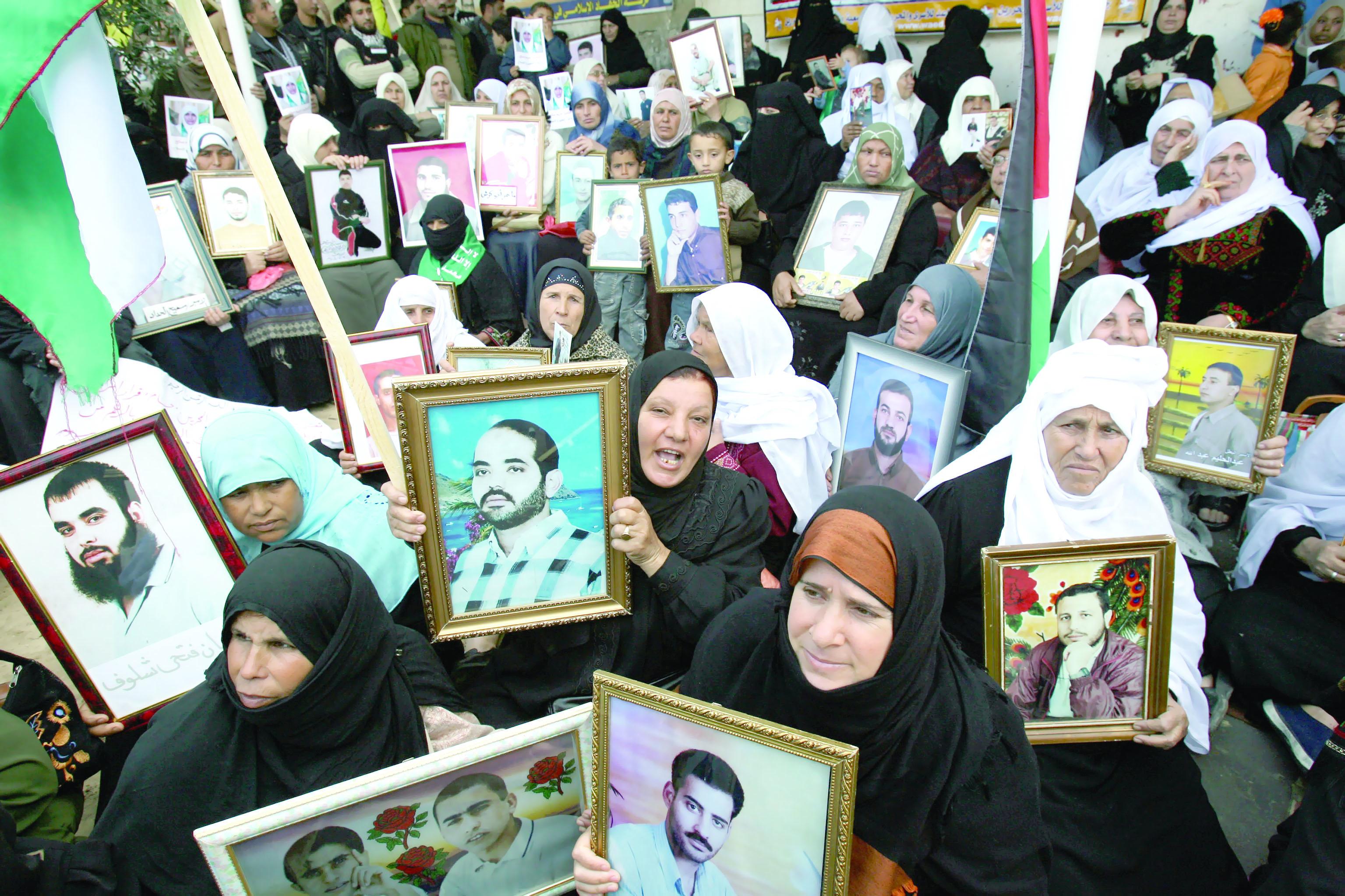 معاناة لانهائية للأسرى الفلسطينيين
