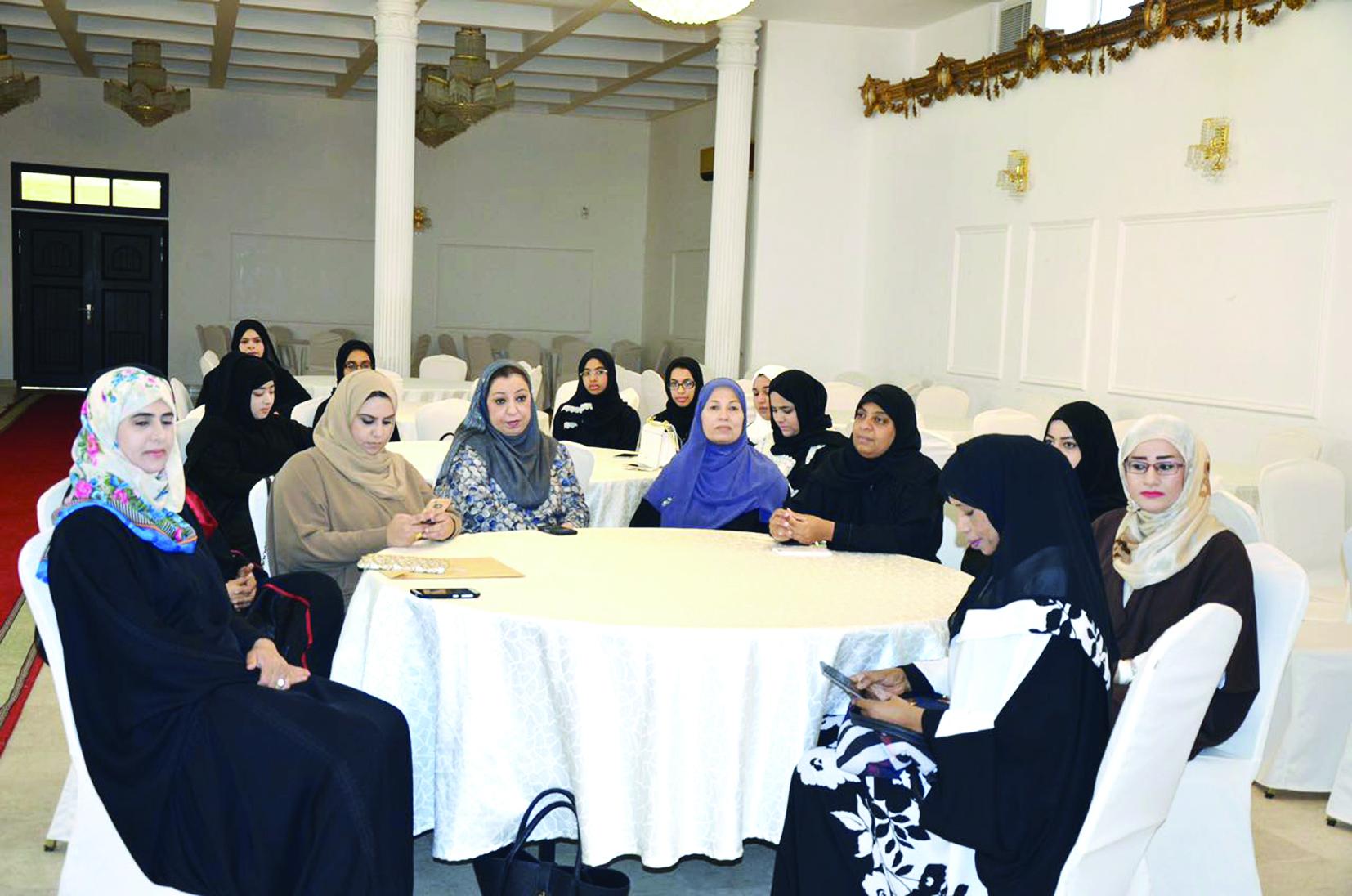 برنامج تدريبي لإعداد جيل قيادي من الفتيات
