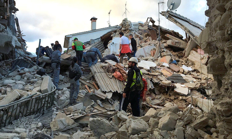 جراء زلزال عنيف .. رئيس بلدية مدينة إيطاليا: بلدتنا لم تعد موجودة
