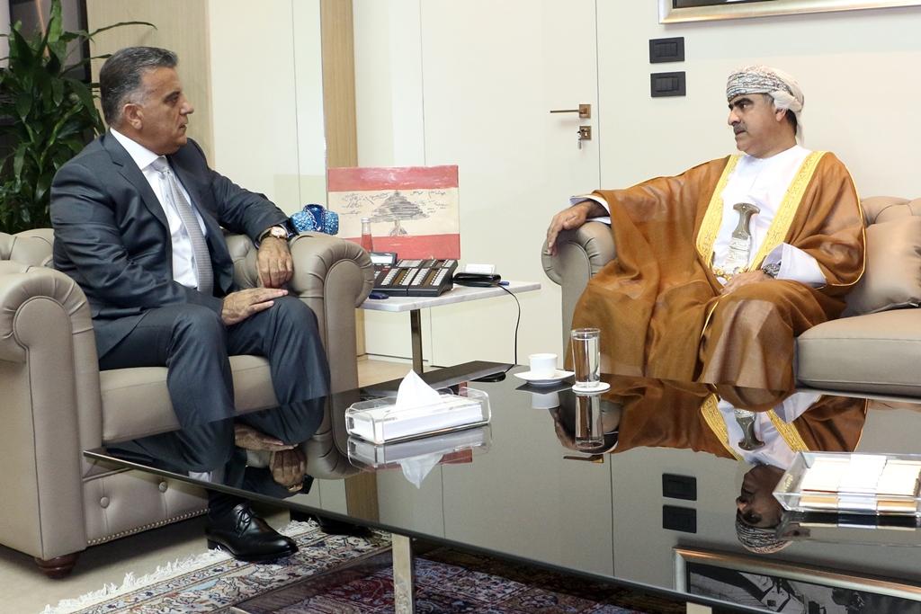 سفير السلطنة بسريلانكا يلتقي رئيس البرلمان السريلانكي