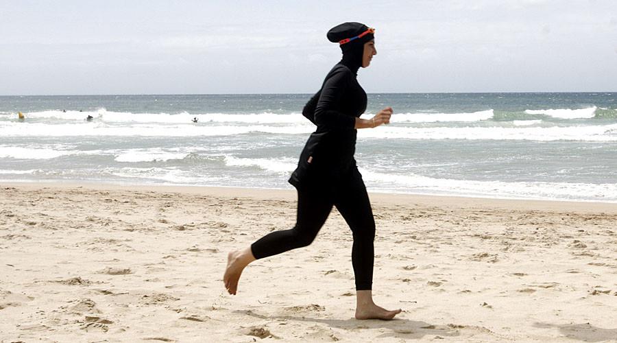 مجلس الدولة الفرنسي يعلق قرار حظر لباس البحر الاسلامي