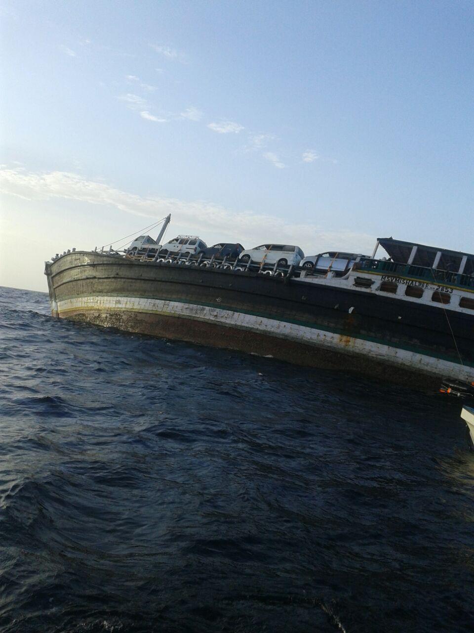 غرق سفينة تجارية قبالة سواحل جعلان بني بوعلي